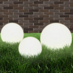 Zestaw lamp ogrodowych kule