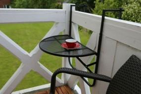 Metalowy stolik ogrodowy podwieszany na balkon  na barierkę balustradę stół balkonowy wiszący ścienny