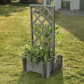 Drewniana pergola z doniczką szara doniczka drewniana masywna ogrodowa